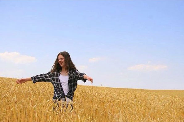 Girl in Wheat Field Lancaster PA Everyone has their own artistic style…